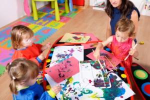 3 petites fille - atelier peinture